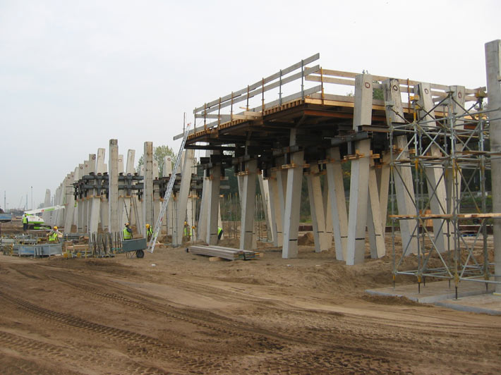 Prefabricated concrete piles gulf foundation fze for Concrete pilings for house